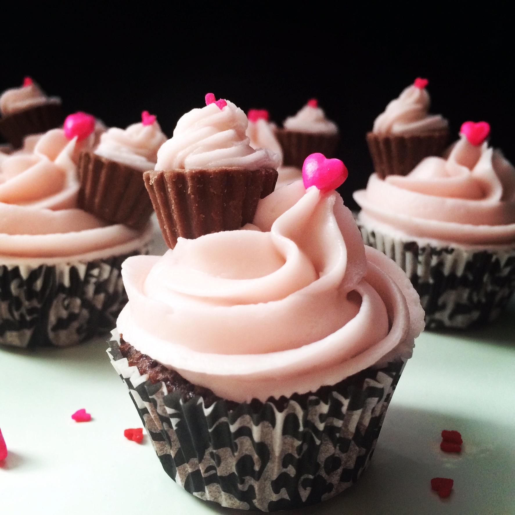 Mini Chocolate Cupcakes-The Little Epicurean  |Miniature Bakeries